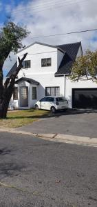 3 Bedroom House for Sale in Lansdowne, Cape Town - Western Cape