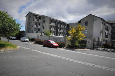 2 Bedroom Apartment for Sale in Lansdowne, Cape Town - Western Cape